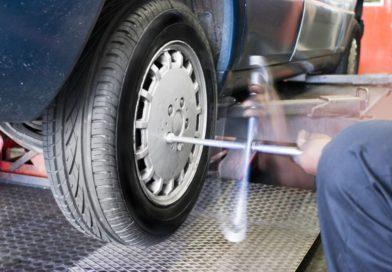 Porque montar los neumáticos nuevos en el eje trasero
